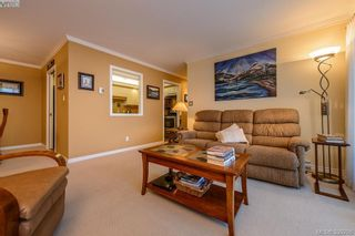 Photo 7: 205 1370 Beach Dr in VICTORIA: OB South Oak Bay Condo for sale (Oak Bay)  : MLS®# 675292