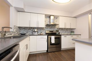 """Photo 3: 118 737 HAMILTON Street in New Westminster: Uptown NW Condo for sale in """"THE COURTYARDS"""" : MLS®# R2209742"""