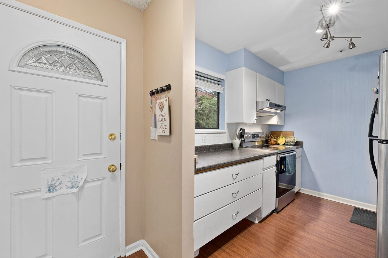 """Main Photo: 915 BRITTON Drive in Port Moody: North Shore Pt Moody Townhouse for sale in """"WOODSIDE VILLAGE"""" : MLS®# R2554809"""