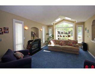 "Photo 2: 7897 154TH Street in Surrey: Fleetwood Tynehead House for sale in ""FAIRWAY PARK"" : MLS®# F2910774"