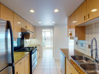 """Photo 9: 2607 1033 MARINASIDE Crescent in Vancouver: Yaletown Condo for sale in """"QUAY WEST"""" (Vancouver West)  : MLS®# R2570012"""
