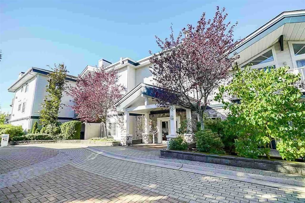 """Main Photo: 306 15298 20 Avenue in Surrey: King George Corridor Condo for sale in """"WATERFORD HOUSE"""" (South Surrey White Rock)  : MLS®# R2625551"""