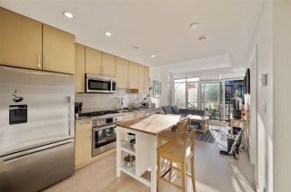 "Photo 8: 907 38 W 1ST Avenue in Vancouver: False Creek Condo for sale in ""The One"" (Vancouver West)  : MLS®# R2552477"