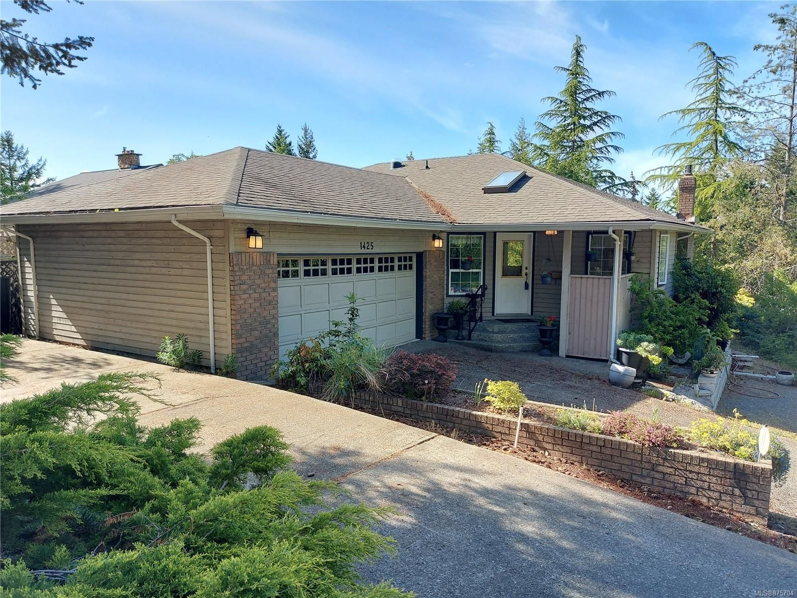 Main Photo: 1425 Belcarra Rd in : Du East Duncan House for sale (Duncan)  : MLS®# 875704