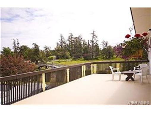 Main Photo:  in VICTORIA: Es Kinsmen Park House for sale (Esquimalt)  : MLS®# 471103