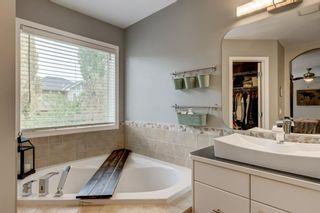 Photo 16: 324 Cresthaven Place SW in Calgary: Crestmont Detached for sale : MLS®# A1118546