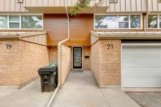 Photo 3: 21 Brae Glen Court in Calgary: Braeside Row/Townhouse for sale : MLS®# A1141079