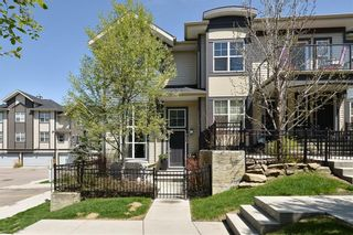 Main Photo: 703 MCKENZIE TOWNE Square SE in Calgary: McKenzie Towne Row/Townhouse for sale : MLS®# A1131987
