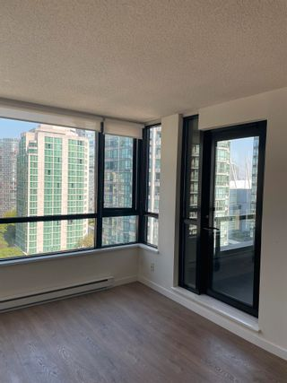 """Photo 5: 1801 909 MAINLAND Street in Vancouver: Yaletown Condo for sale in """"Yaletown Park 2"""" (Vancouver West)  : MLS®# R2625603"""