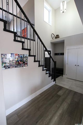 Photo 2: 204 Valley Meadow Court in Swift Current: Sask Valley Residential for sale : MLS®# SK763802