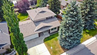 Main Photo: 419 Silverthorn Way NW in Calgary: Silver Springs Detached for sale : MLS®# A1155719