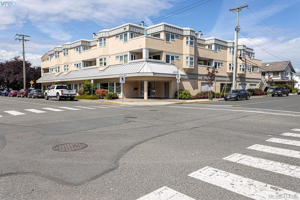 Main Photo: 305 2490 Bevan Ave in SIDNEY: Si Sidney South-East Condo for sale (Sidney)  : MLS®# 822513