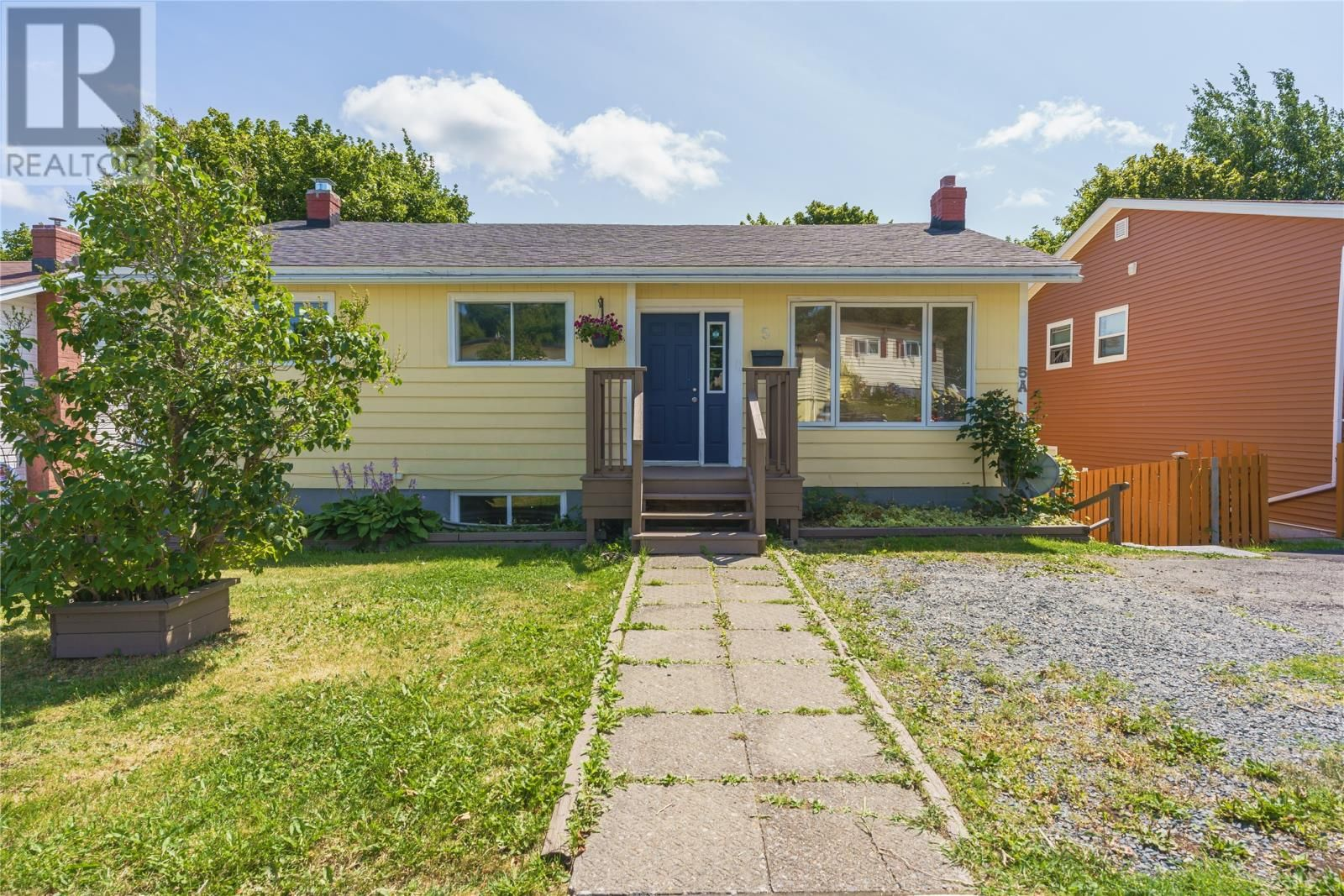 Main Photo: 5 NIGHTINGALE Road in ST.JOHN'S: House for sale : MLS®# 1235976