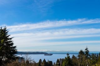Main Photo: 1571 21ST Street in West Vancouver: Dundarave House for sale : MLS®# R2536064
