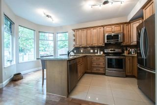 """Photo 6: 11 5950 OAKDALE Road in Burnaby: Oaklands Townhouse for sale in """"Heather Crest"""" (Burnaby South)  : MLS®# R2209640"""