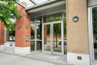 """Photo 2: 219 221 UNION Street in Vancouver: Mount Pleasant VE Condo for sale in """"V6A"""" (Vancouver East)  : MLS®# R2201874"""