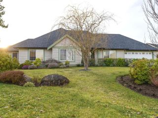 Photo 1: 619 OLYMPIC DRIVE in COMOX: CV Comox (Town of) House for sale (Comox Valley)  : MLS®# 721882