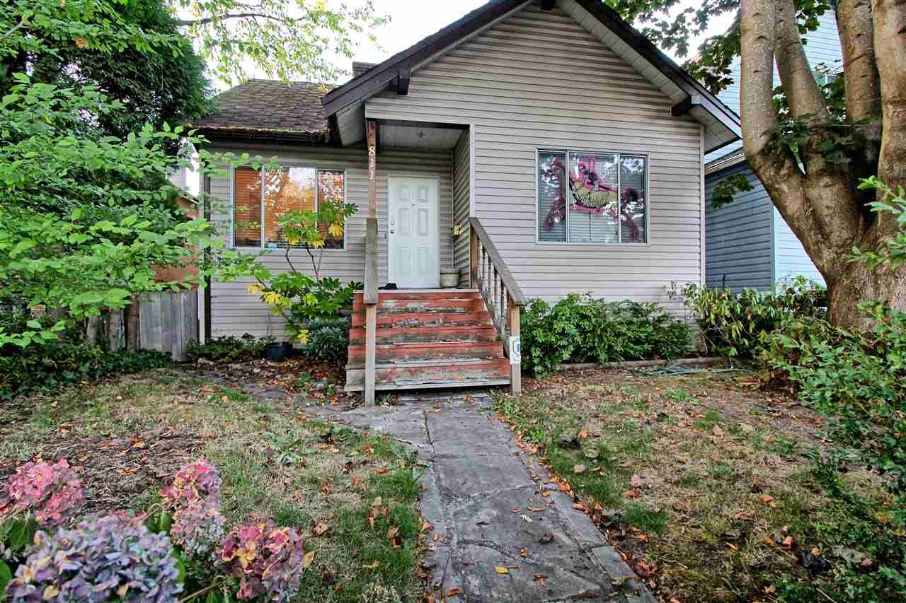 Main Photo: 811 E 12TH Avenue in Vancouver: Mount Pleasant VE House for sale (Vancouver East)  : MLS®# R2498316