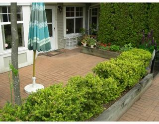 """Photo 10: 209 7038 21ST Avenue in Burnaby: Middlegate BS Townhouse for sale in """"THE ASHBURY"""" (Burnaby South)  : MLS®# V649378"""