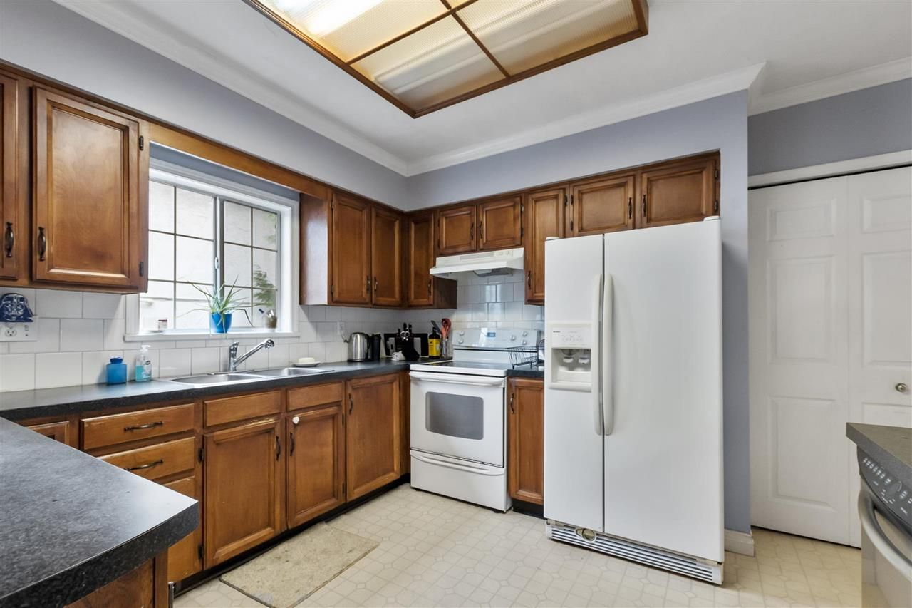 Photo 6: Photos: 1913 EDINBURGH Street in New Westminster: West End NW House for sale : MLS®# R2547519