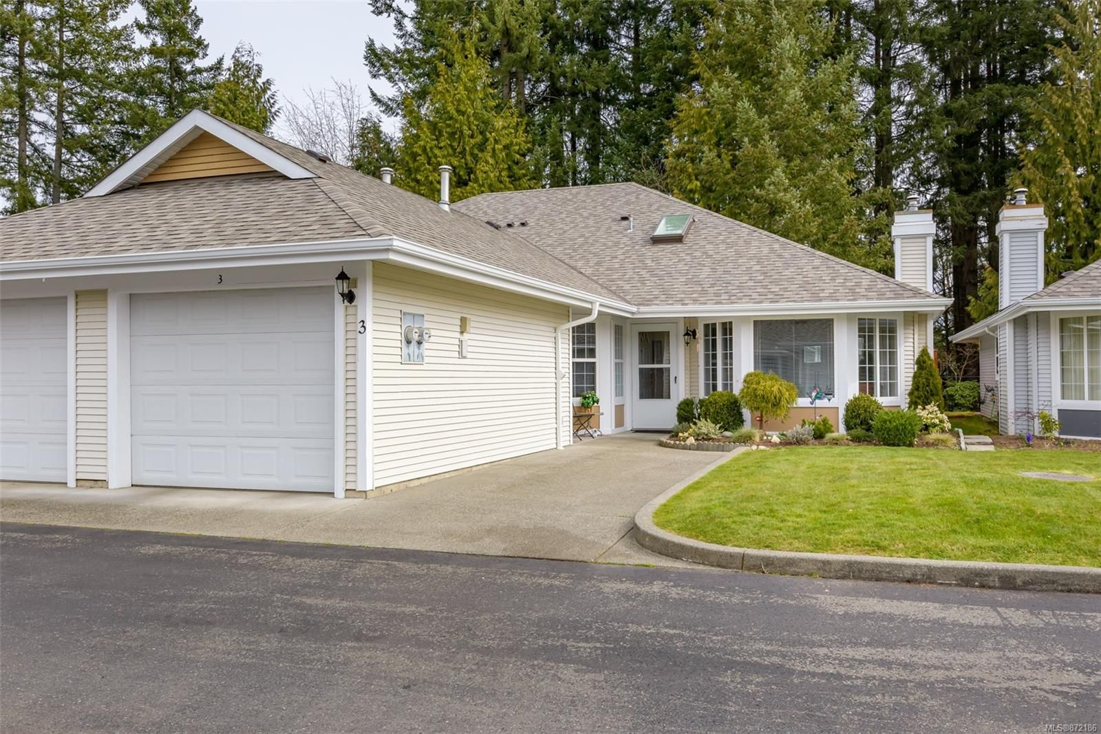 Main Photo: 3 2010 20th St in : CV Courtenay City Row/Townhouse for sale (Comox Valley)  : MLS®# 872186