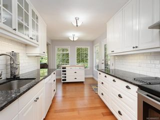 Photo 6: 1340 Manor Rd in Victoria: Vi Rockland House for sale : MLS®# 840521