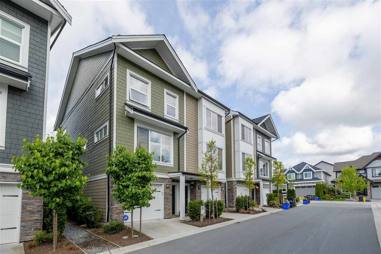 """Main Photo: 33 21150 76A Avenue in Langley: Willoughby Heights Townhouse for sale in """"HUTTON"""" : MLS®# R2579518"""