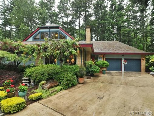 Main Photo: 970 WAGONWOOD Pl in VICTORIA: SE Broadmead House for sale (Saanich East)  : MLS®# 644448