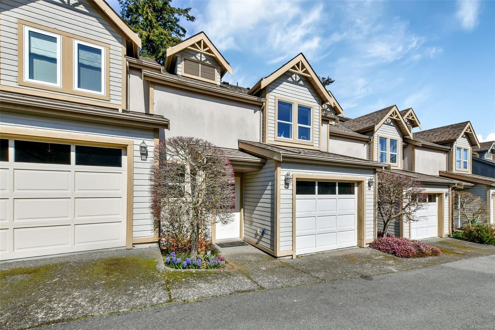 Main Photo: 26 3947 Cedar Hill Cross Rd in : SE Cedar Hill Row/Townhouse for sale (Saanich East)  : MLS®# 870873