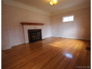 Photo 1: 1042 Cloverdale Ave in VICTORIA: SE Quadra House for sale (Saanich East)  : MLS®# 634501