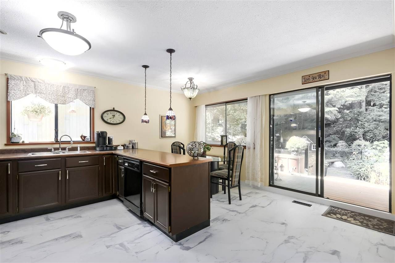 """Photo 14: Photos: 4727 MOUNTAIN Highway in North Vancouver: Lynn Valley House for sale in """"Upper Lynn"""" : MLS®# R2491401"""