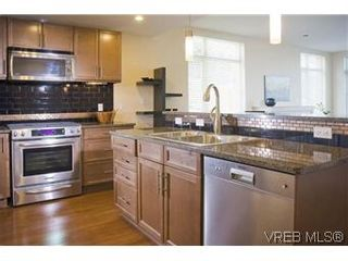 Photo 4: 304 240 Cook St in VICTORIA: Vi Fairfield West Condo for sale (Victoria)  : MLS®# 553808