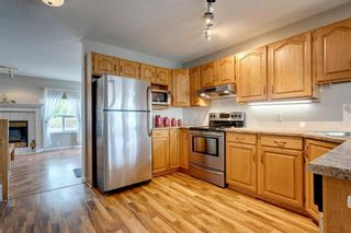 Photo 8: 33 SILVERGROVE Close NW in Calgary: Silver Springs Row/Townhouse for sale : MLS®# C4300784