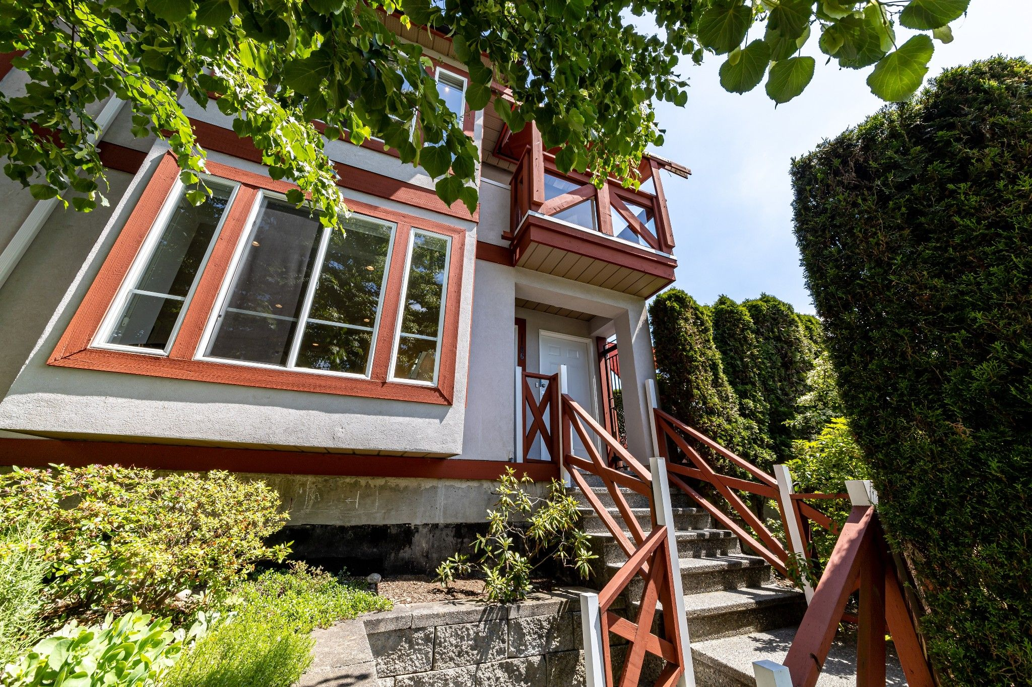 Main Photo: 1106 ST. GEORGES Avenue in North Vancouver: Central Lonsdale Townhouse for sale : MLS®# R2460985