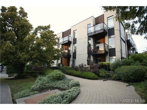 Main Photo: 103 3259 Alder St in VICTORIA: Vi Mayfair Condo for sale (Victoria)  : MLS®# 691053