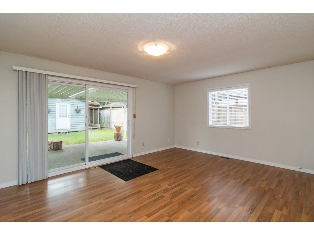 Photo 11: Photos: 9058 WRIGHT Street in Langley: Fort Langley House for sale : MLS®# R2104173