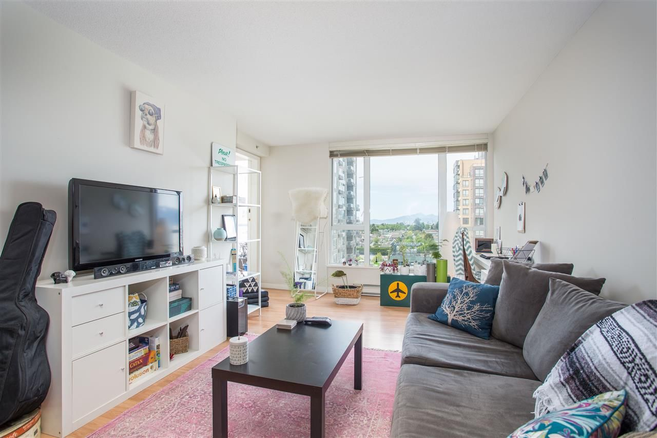 "Main Photo: 1106 5189 GASTON Street in Vancouver: Collingwood VE Condo for sale in ""The MacGregor"" (Vancouver East)  : MLS®# R2369117"