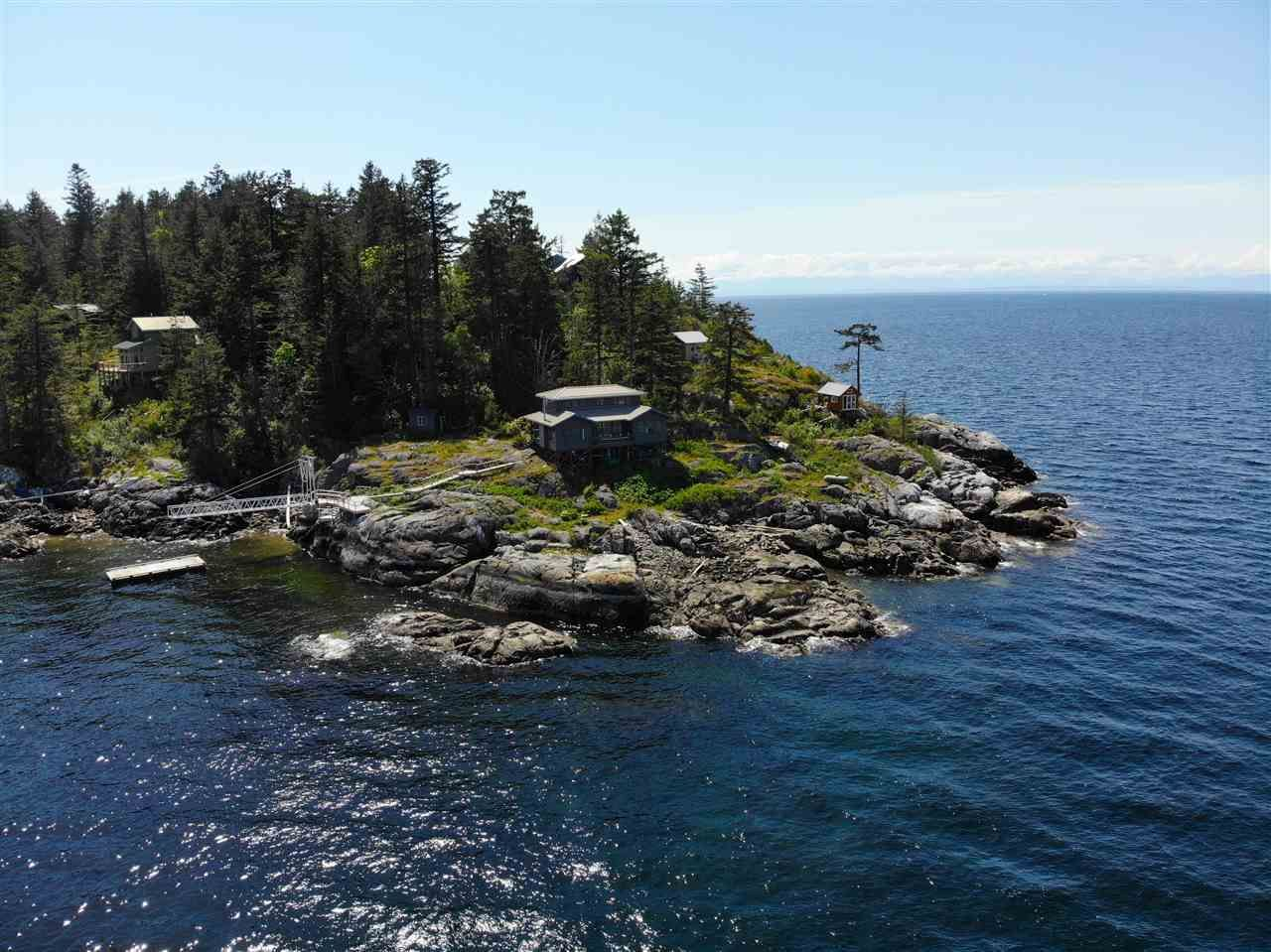 "Main Photo: 21 - 22 PASSAGE Island in West Vancouver: Howe Sound House for sale in ""PASSAGE ISLAND"" : MLS®# R2412224"