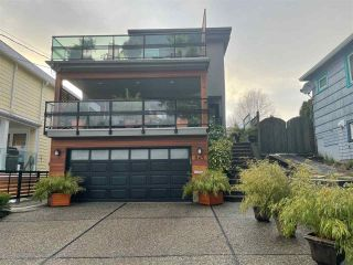 """Photo 35: 843 PARKER Street: White Rock House for sale in """"East Beach"""" (South Surrey White Rock)  : MLS®# R2590791"""