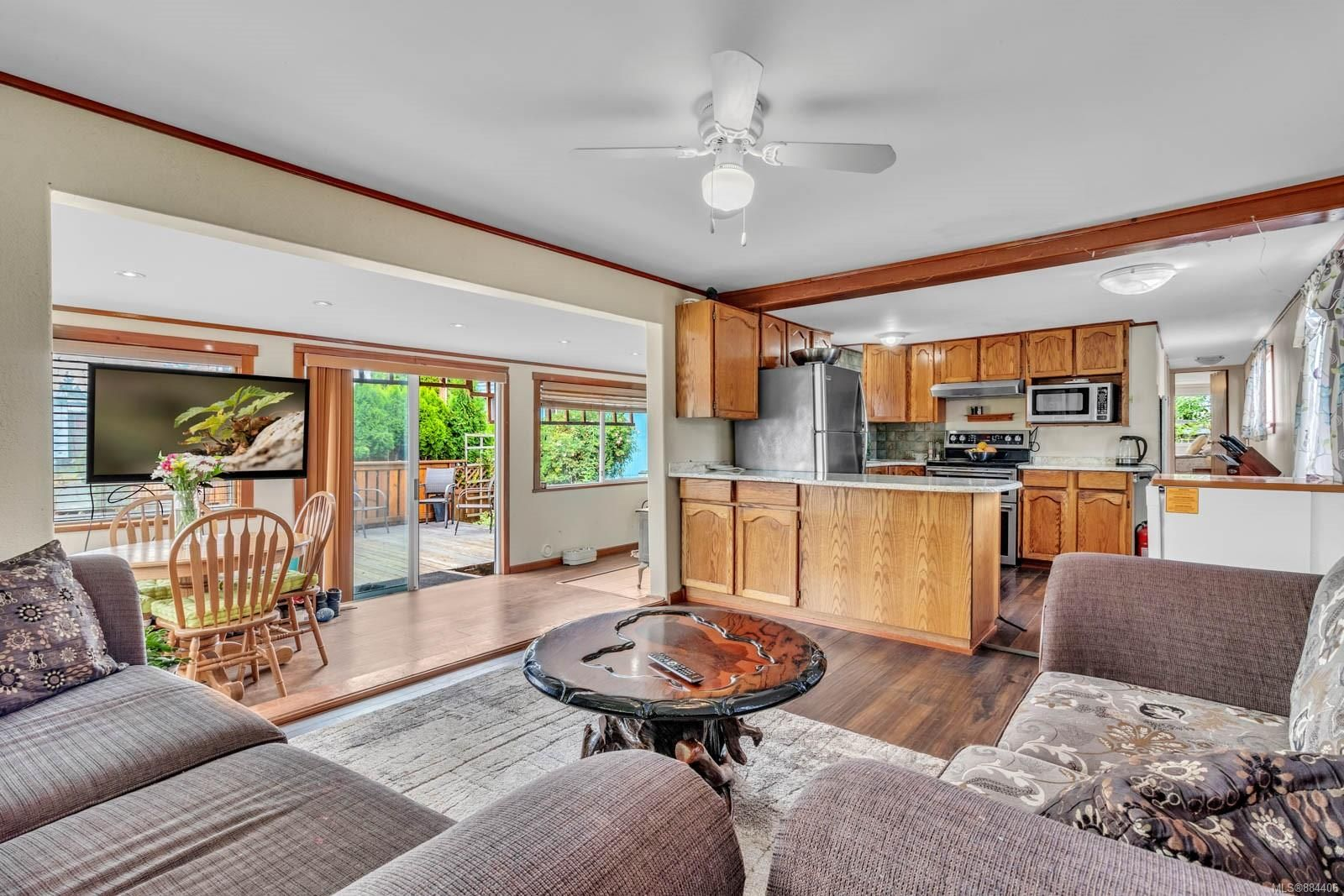 Open concept home in a park that allows kids and 2 pets with no size restriction