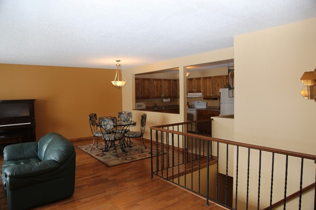 Photo 9: Photos: 28 Woodchester Place in Winnipeg: Charleswood Single Family Detached for sale (South Winnipeg)  : MLS®# 1406268
