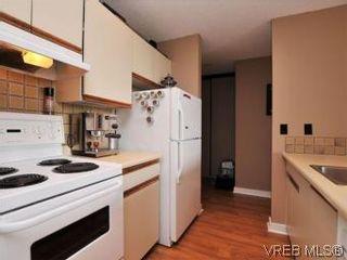 Photo 8: 902 1630 Quadra St in VICTORIA: Vi Central Park Condo for sale (Victoria)  : MLS®# 547294