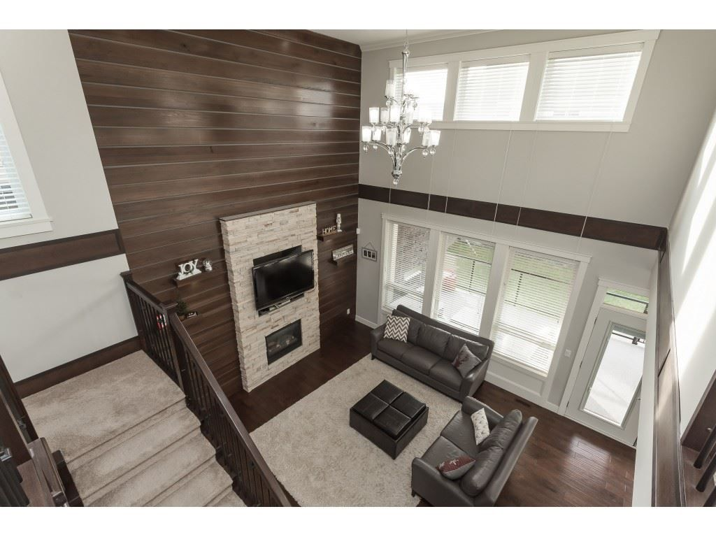 Photo 11: Photos: 5419 189A Street in Surrey: Cloverdale BC House for sale (Cloverdale)  : MLS®# R2420375