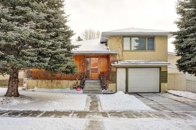 Main Photo: 3220 CAROL Drive NW in CALGARY: Collingwood Residential Detached Single Family for sale (Calgary)  : MLS®# C3605684