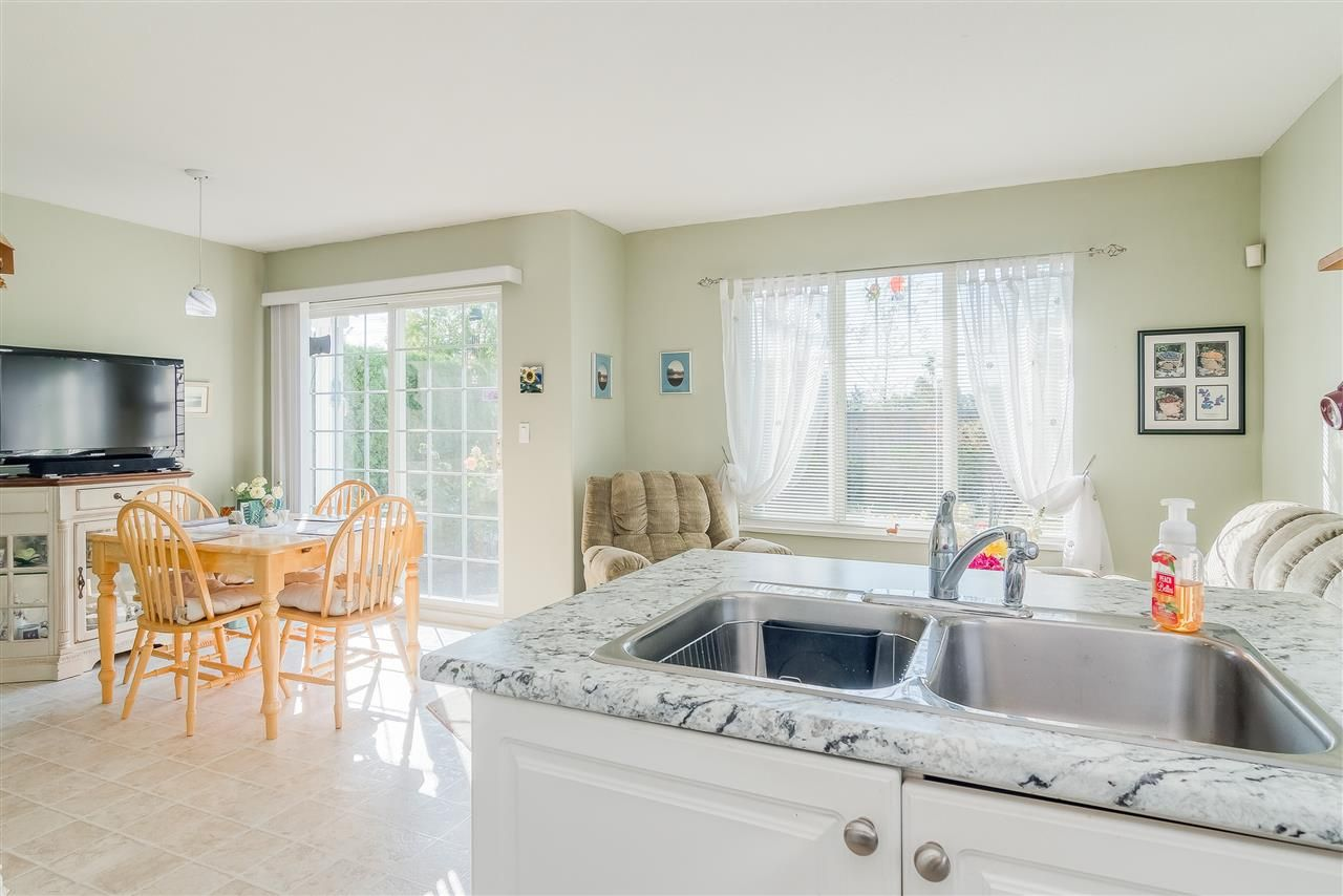 """Photo 9: Photos: 17 13499 92 Avenue in Surrey: Queen Mary Park Surrey Townhouse for sale in """"CHATHAM LANE"""" : MLS®# R2403467"""