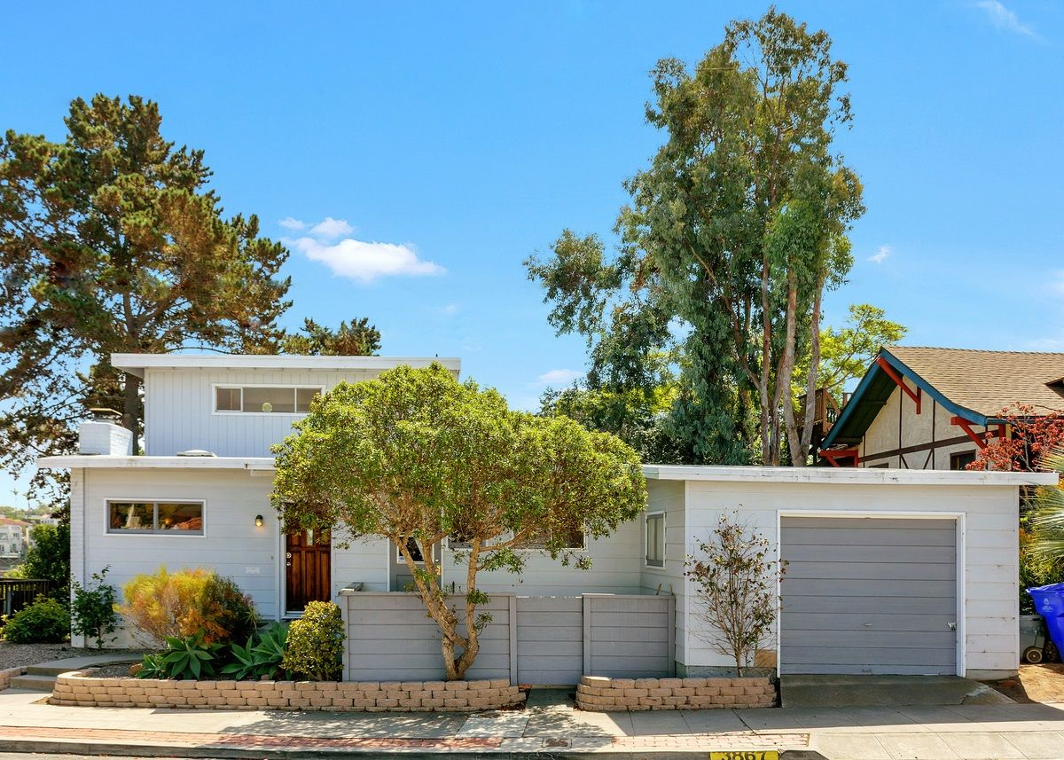 Main Photo: MISSION HILLS House for sale : 3 bedrooms : 3867 Pringle Street in San Diego