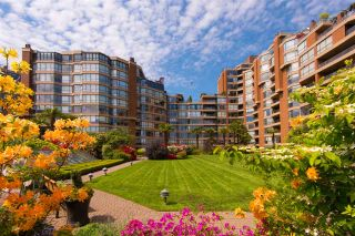 """Photo 3: 601 1450 PENNYFARTHING Drive in Vancouver: False Creek Condo for sale in """"HARBOURSIDE COVE"""" (Vancouver West)  : MLS®# R2549398"""