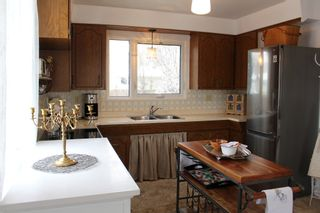 Photo 7: 956 Lodge Avenue in Pincher Creek: House for sale