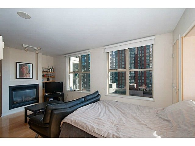 "Main Photo: 609 969 RICHARDS Street in Vancouver: Downtown VW Condo for sale in ""Mondrian II"" (Vancouver West)  : MLS®# V1108545"