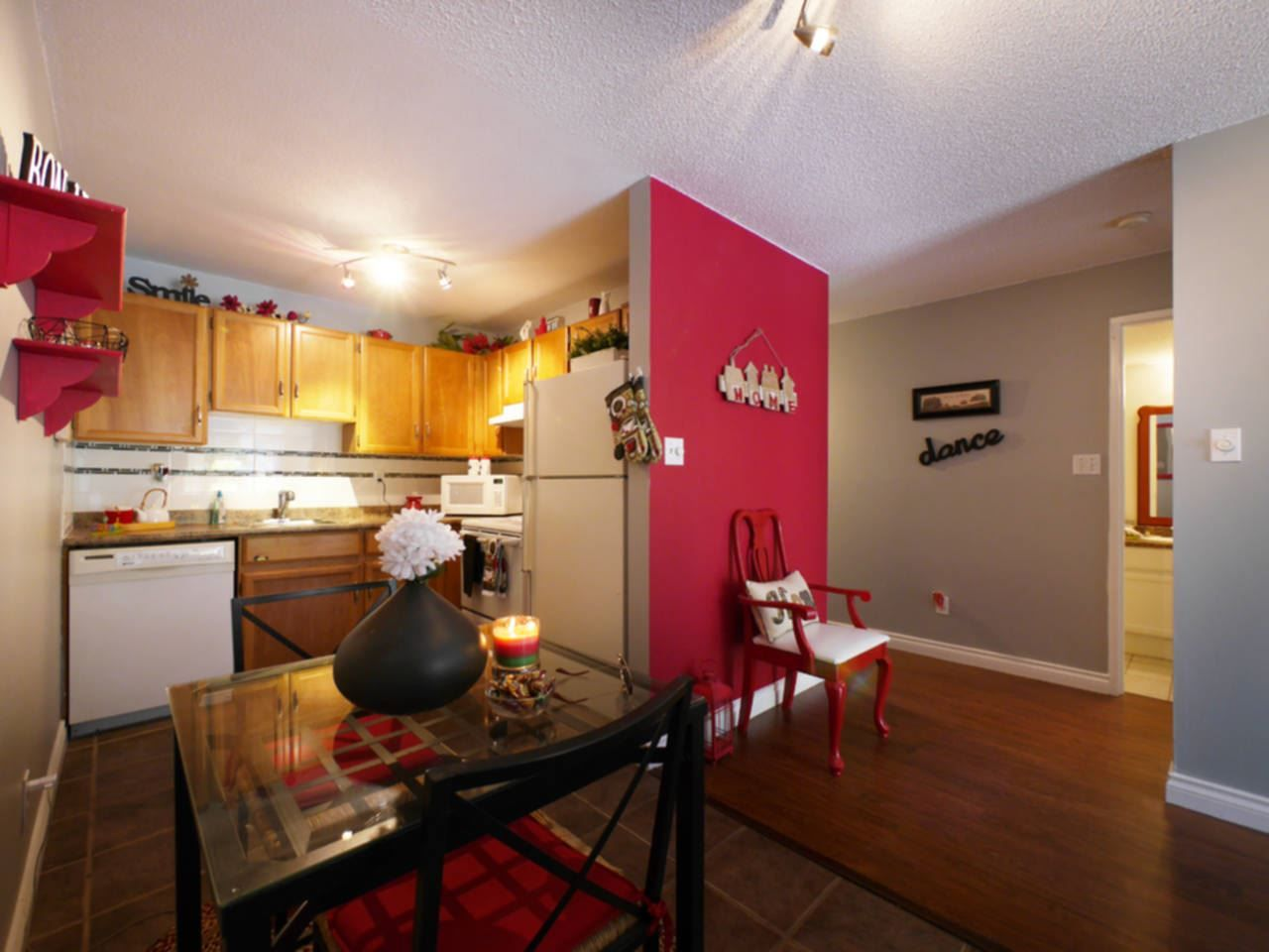 """Photo 10: Photos: 105 9952 149 Street in Surrey: Guildford Condo for sale in """"Tall Timbers"""" (North Surrey)  : MLS®# R2107429"""